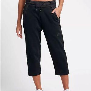 Women s Nike Tech Fleece Pants Sizing on Poshmark 66cea21935